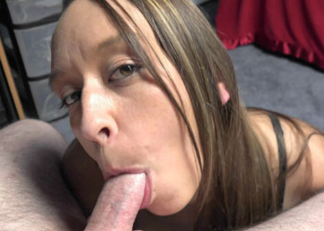 Nicci Taylor's going down on a stiff cock